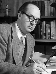 good readers and good writers by nabokov Forced to flee first russia and then germany, nabokov spent some time in  america, where he wrote lolita, the novel that allowed him finally to take up  writing.